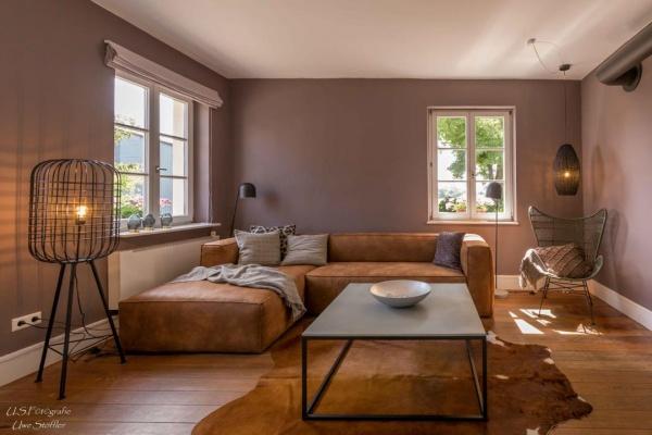 Die Alte Schule steht für stilvolles Wohnen in ruhigen grau-cognac-oliv und nude-Tönen!