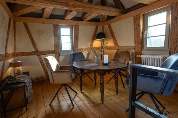 Ein ganz besonderer Sitzplatz im Turmzimmer mit Blick über Öhringen