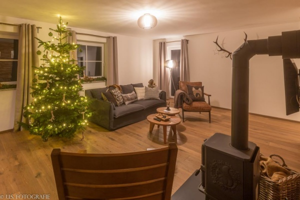 Wenn draußen der Schnee fällt und drinnen der Kamin knistert, feiern wir eine gemütliche Landweihnacht