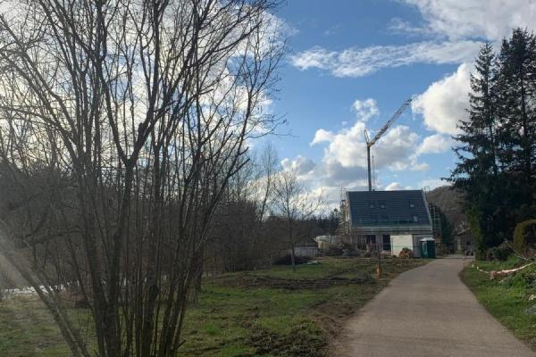Auch die Baustelle des Ferienhauses Renkenmühle geht gut voran..