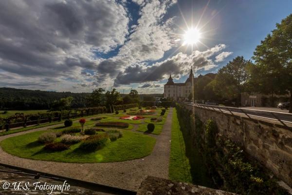 Hoch auf einem Bergsporn über dem Flüsschen Jagst liegt Schloss Langenburg