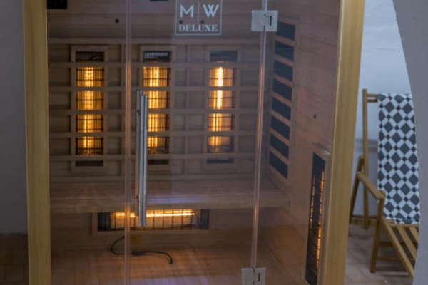 Infrarot-Wärmekabine im Gewölbekeller