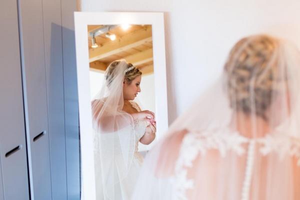 Die Braut bereitet sich im Viechdoktor vor